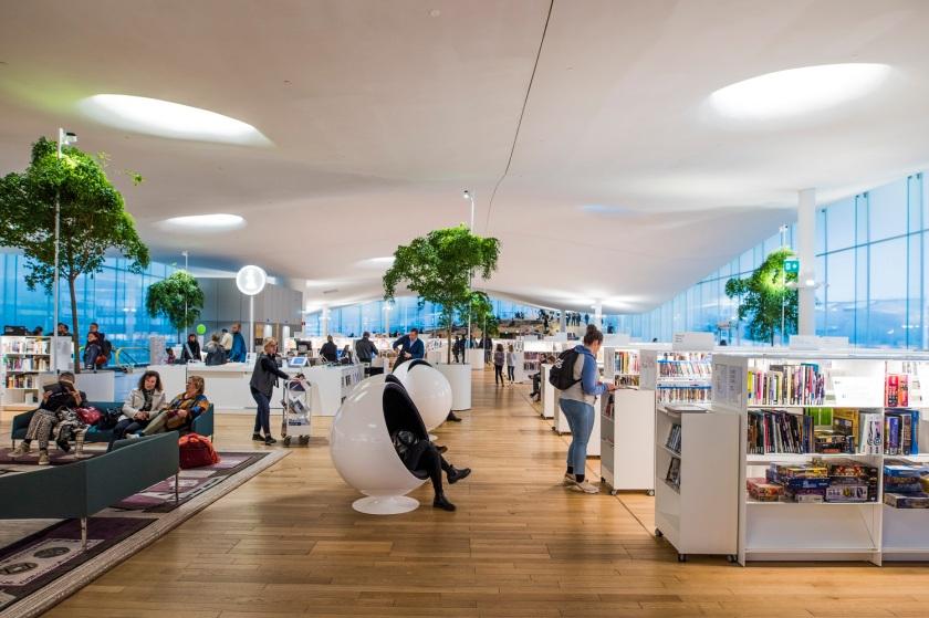 Sisäkuva Oodi-kirjastosta. Interior of Oodi library.